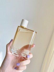 装在酒瓶里的花与她//Burberry新款神仙香水