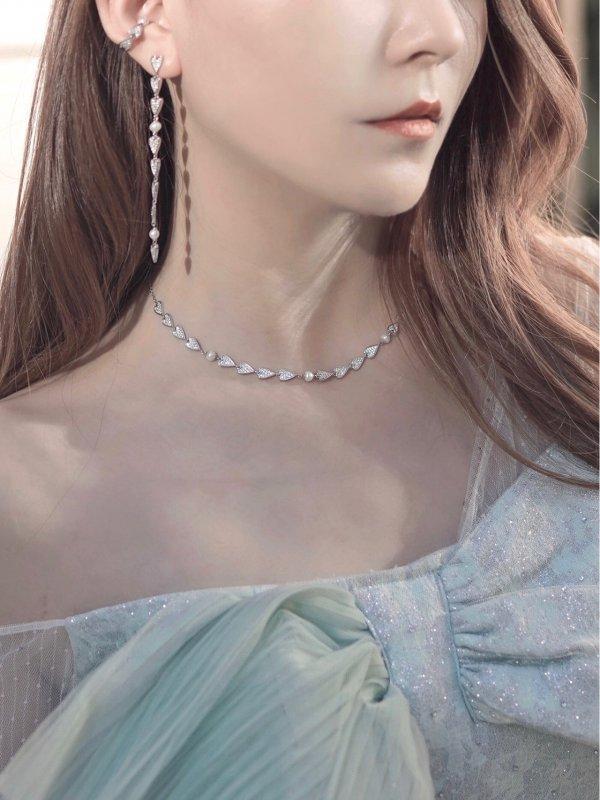 温柔系穿搭有质感的首饰是穿搭的加分项