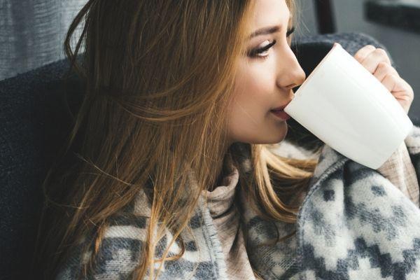 凉茶是药,药用得不妥会令病情恶化;所以凉茶不能乱饮。母亲的病因为一