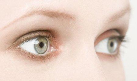 雅诗兰黛眼霜价格 小棕瓶眼霜让你回到年轻时代