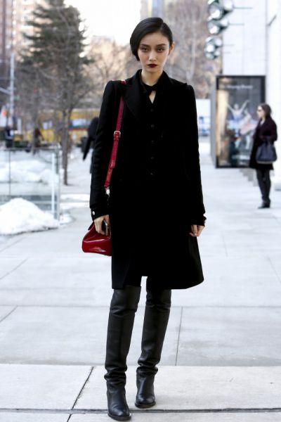 黑色外套配什么颜色的打底能够这样穿