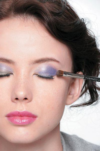 怎么画自己的妆容 晚宴妆眼影怎么画几个重点步骤介绍