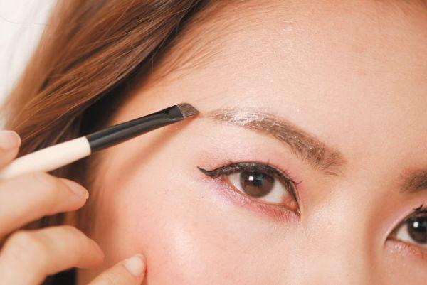 眉笔眉粉哪个先用 详解正确的使用顺序