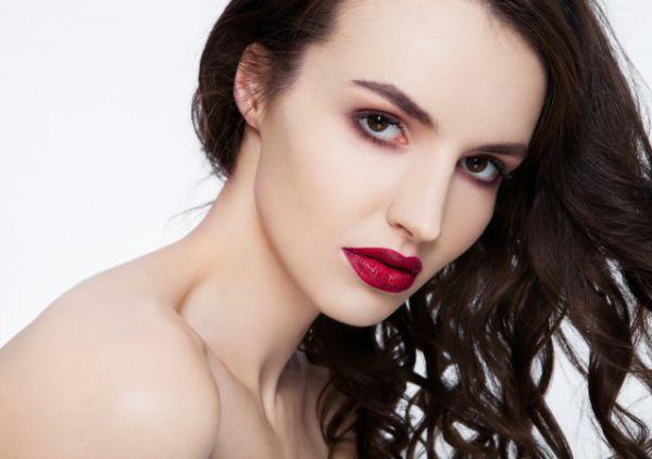 初学者淡妆化妆步骤 教你从零开始学化妆方法图解
