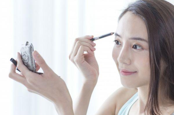 眉笔的成分是什么 对身体有危害吗
