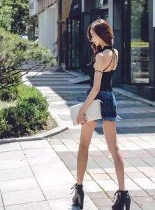 魅力动人的牛仔裤靓女 彰显女子的清秀婉约