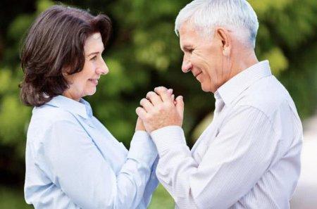 为何年纪越老的女人 越离不开男人