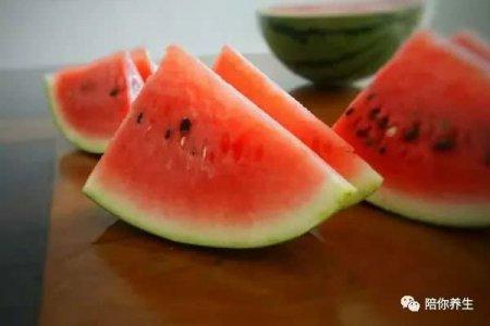 西瓜吃多了并不是好事 小心加重湿气 你可能一直都吃错水果了
