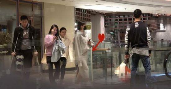 陈紫函与老公逛街被拍