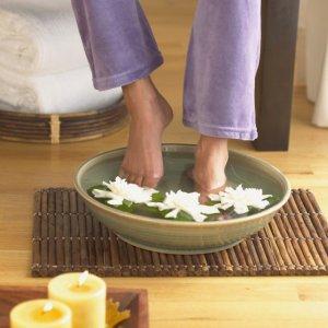 白醋泡脚好处多 养生保健除脚气
