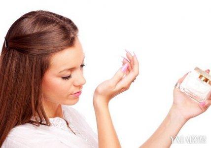 如何让香水愈加持久 小编教大家几个小技巧