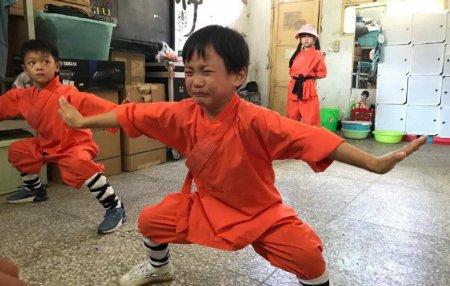 乐嘉送女儿上少林 6岁孩子接受魔鬼式教育引热议