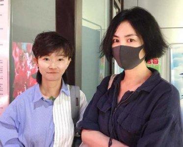王菲大方与粉丝合影 并承认有做新专辑的准备