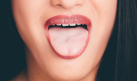舌苔厚白是怎么回事?竟然隐藏着这样的健康隐患