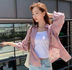 秋季女生格子衬衫外套搭配 韩都衣舍红白相间的格子衣服新款