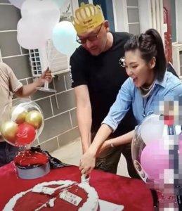 张雨绮片场庆生 却因与导演动作暧昧引发争议
