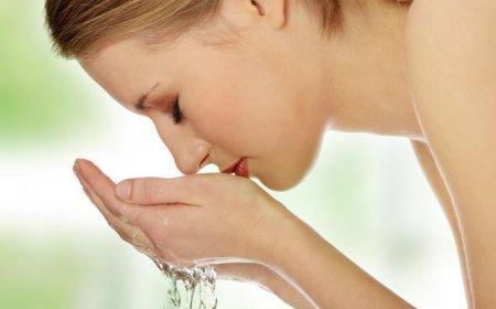 夏天洗脸用什么水 夏天如何选择洗面奶