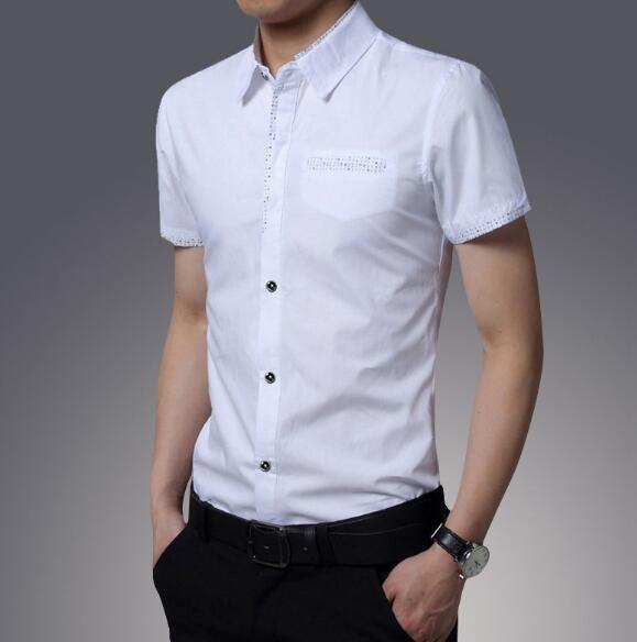 白色衬衫 黑色休闲裤