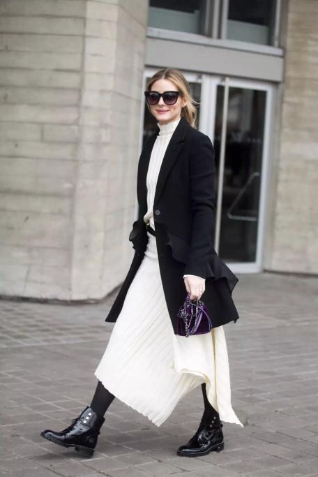 橡胶底马丁靴 半身裙 大衣