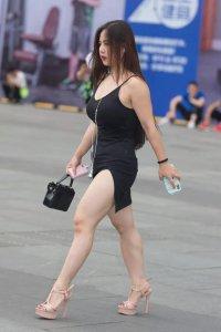 女生出门逛街时 衣服和鞋子如何搭配技巧