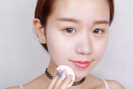 化妆最基本的两部:底妆+口红 气垫正确的使用方法