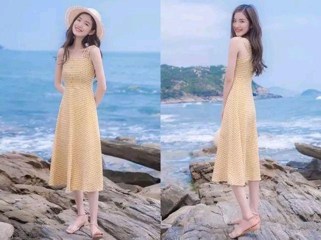 黄色格子连衣裙 平底凉鞋
