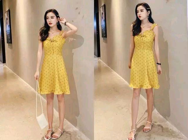 黄色荷叶摆连衣裙 一字凉鞋