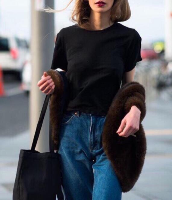 平胸女生的穿衣禁忌 平胸应该怎么搭配衣服?有那些穿衣禁忌