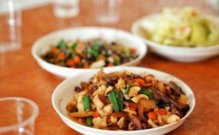 现在有很多人都喜欢减肥 吃菜不吃米饭可以减肥吗?