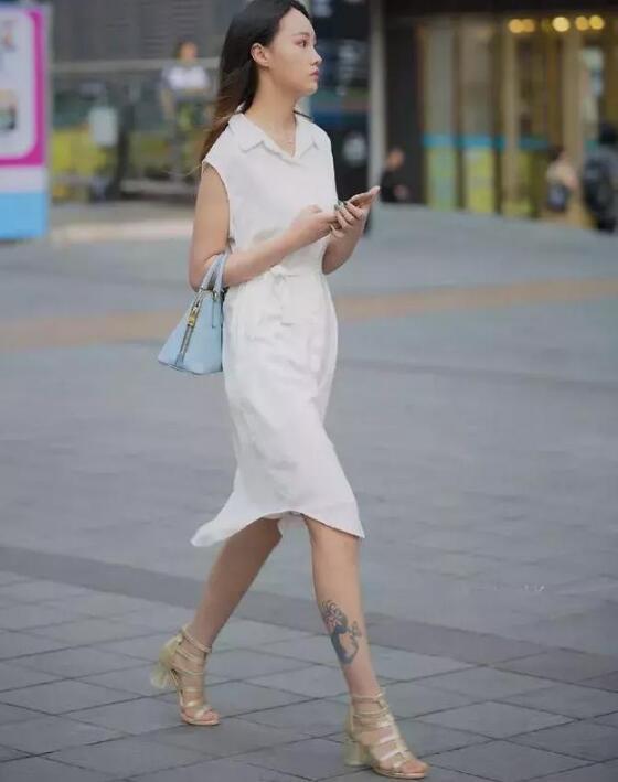 衬衫裙 高跟凉鞋