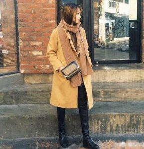 衣橱当中我最爱的就是驼色的围巾了 驼色围巾搭配什么颜色大衣?