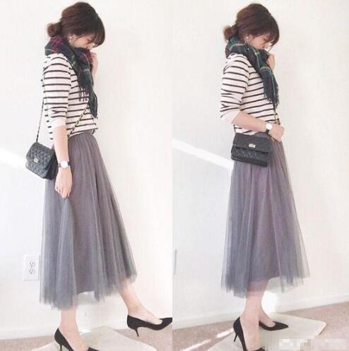 灰色纱裙 条纹上衣