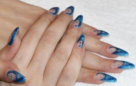 对现在的女生来说 做指甲什么颜色好看