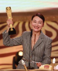 惠英红夺影视大满贯 成为第二位集影后获全场祝贺