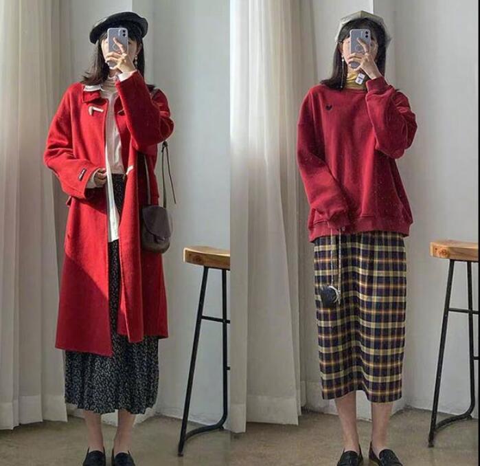 红色款的长款风衣