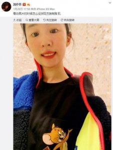 刘亦菲晒搞怪自拍 配多彩撞色毛绒外套童趣十足