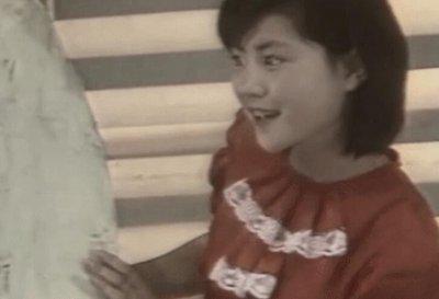王菲14岁视频曝光 齐耳短发一双大眼灵气十足