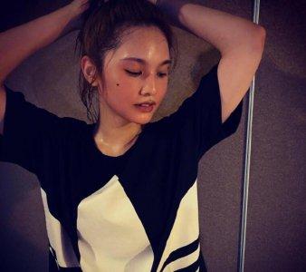 杨丞琳晒健身后素颜照 脸色红润对镜甜笑状态好