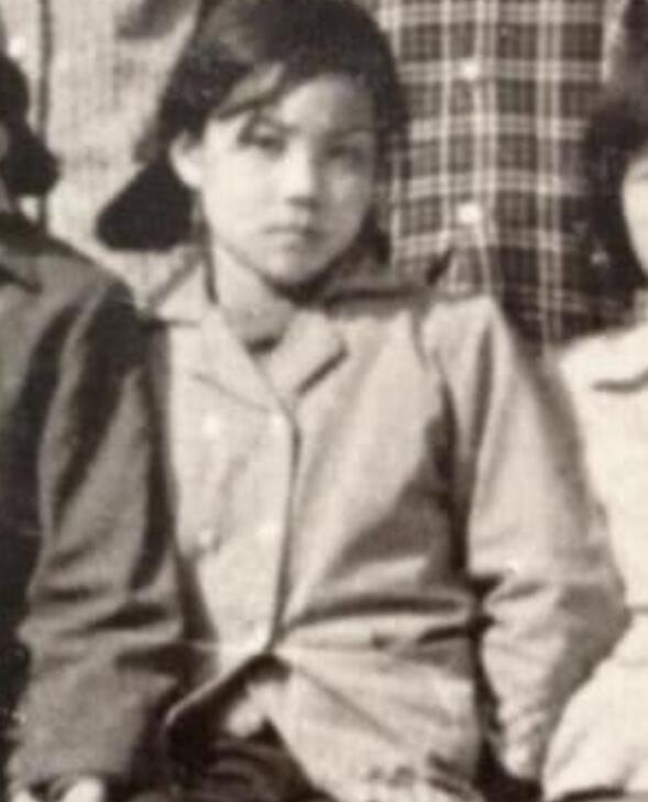 王菲12岁旧照曝光