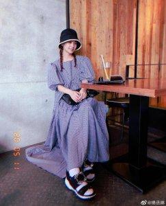 杨丞琳分享夏日美照 扎双麻花辫戴渔夫帽少女感十足