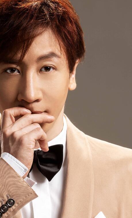 刘谦最新写真曝光身着经典英伦西装彰显男士风范