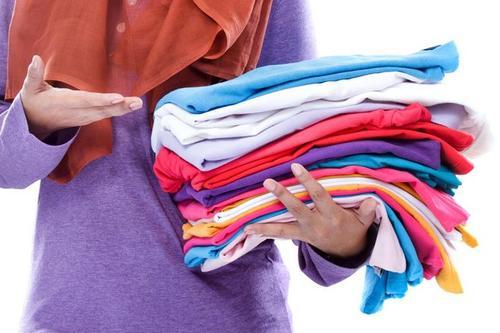清水漂洗洗衣服