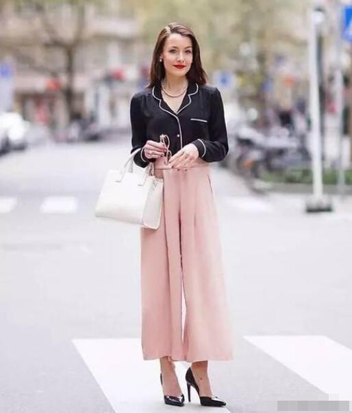 粉色阔腿裤 高跟鞋