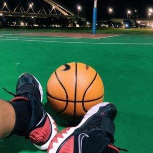 罗志祥打篮球晒照 小腿变壮被调侃小猪变胖了