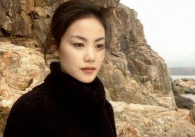 王菲24岁旧照曝光 五官清秀气质高冷明星气质十足