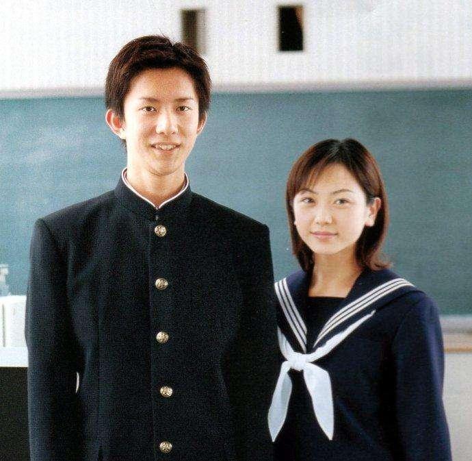 日本女生校服裙摆很短日本校服演变史有哪些款式