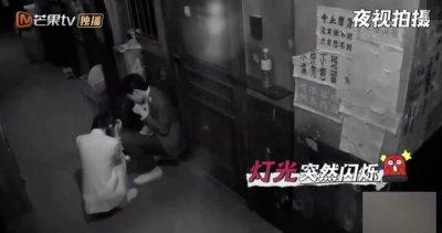 杨幂被邓伦拖一米远 隔着屏幕都能感受其中的恐怖