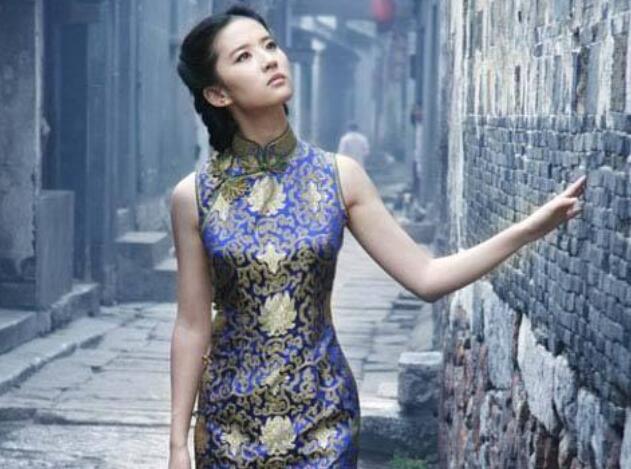 对于旅行穿旗袍拍照的感觉问题旅行穿旗袍怎样照相才好看?