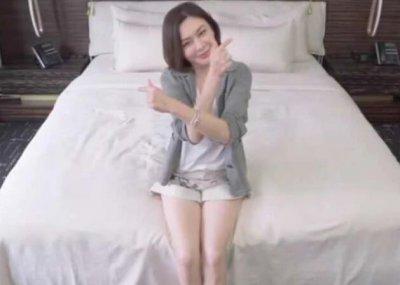 关之琳罕见展示卧室 色调简单低调看着让人舒服