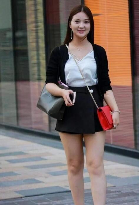 微胖的女生微胖的女生适合穿什么衣服?